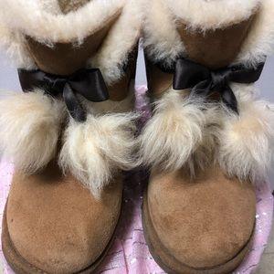 UGG Gita Youth Girl's boot